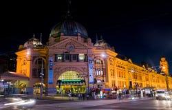 Melbourne : Station de Flinders la nuit Images libres de droits