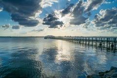 Melbourne-Strand-Pier mit Wolken Stockbild