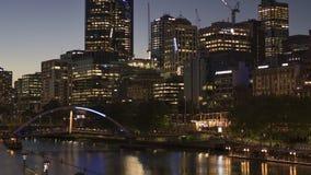 Melbourne Victoria/Australien - Oktober 20th 2018: Melbourne nord och södra försiktig zoom för banktimelapse stock video