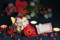 Melcochas, accesorios hermosos para el día del ` s de la tarjeta del día de San Valentín Imagen de archivo libre de regalías