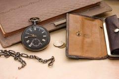 Melden Sie, alte Uhr und Geld an Lizenzfreies Stockfoto