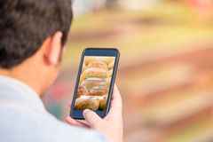 Melden Sie sich Benutzernamepasswortanmeldungs-Schutzkonzept auf Telefonschirm an lizenzfreies stockfoto