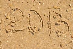 Meldung 2013 des neuen Jahres auf dem Sand Lizenzfreie Stockbilder