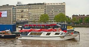 Meldung auf einem Boot in der Themse Lizenzfreie Stockfotos