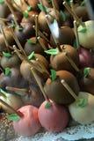 mele Cioccolato-immerse sul mercato di Oktoberfest Immagine Stock Libera da Diritti