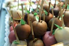mele Cioccolato-immerse sul mercato di Oktoberfest Fotografia Stock Libera da Diritti