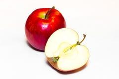 Mele succose, delizia, mature rosse su un fondo bianco Immagine Stock Libera da Diritti