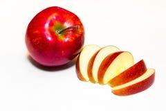Mele succose, delizia, mature rosse su un fondo bianco Immagini Stock Libere da Diritti
