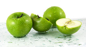 Mele verdi con i waterdrops Immagini Stock Libere da Diritti