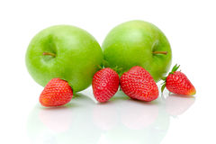 Mele verdi e strawberrie maturo Fotografia Stock