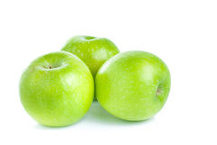 Mele verdi isolate su priorità bassa bianca immagini stock