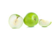 Mele verdi isolate su priorità bassa bianca immagine stock