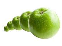 Mele verdi nella riga Fotografia Stock Libera da Diritti