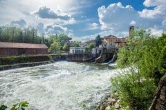 Melegnano en la provincia de Milán, de Lombardía - Italia - durante un día soleado y las nubes 10/05/2018 en el 3:30 P.M. en Mele Fotografía de archivo