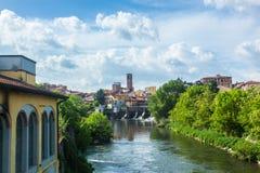 Melegnano na província de Milão, de Lombardy - Itália - durante um dia ensolarado e nuvens 10/05/2018 no 3:30 pm em Melegnano, Lo Fotografia de Stock