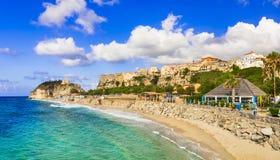 Melhor de Calabria, cidade de Tropea - vista da cidade e da praia bonita Italy foto de stock royalty free