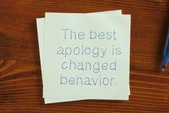 A melhor desculpa é comportamento mudado escrito na nota imagem de stock royalty free