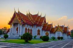 Melhor do templo do mármore do turismo Wat Benchamabophit em Banguecoque Tailândia fotografia de stock
