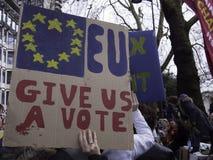 Melhor para os militantes sociais de Gr? Bretanha que protestam contra Brexit imagens de stock royalty free