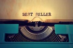Melhor vendedor retro do typewritter e do texto escrito com ele imagens de stock