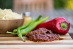 Melhore com molho de tomate, sphagetti e vegetais fotografia de stock