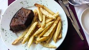 Melhore a estaca com batatas fritas imagens de stock