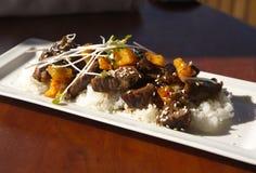 Melhore o teriyaki sobre o arroz com o broto de soja fresco como a guarnição fotos de stock royalty free