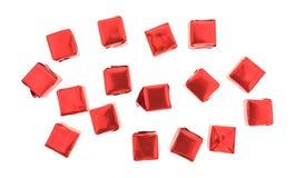Melhore os cubos de caldo flavored envolvidos em um fundo branco Fotos de Stock