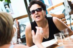 Melhores amigos em um café Imagens de Stock Royalty Free