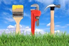 A melhoria Home utiliza ferramentas o pincel, chave de tubulação   Fotografia de Stock Royalty Free
