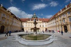 Melk, Austria - 1 de julio de 2014: Fuente de la abadía de Melk Fotos de archivo libres de regalías