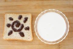 Melk en brood Stock Foto's