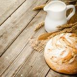 Melk en brood Royalty-vrije Stock Afbeeldingen