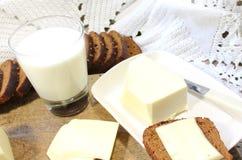 Melk en brood Stock Afbeeldingen
