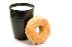 Melk en doughnut Stock Foto