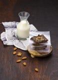 Melk en havermeelkoekjes Stock Foto's
