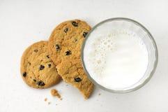 Melk en koekjes Stock Foto's