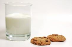 Melk en Koekjes Royalty-vrije Stock Foto's