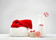Melk en koekjes voor Kerstman Stock Foto's