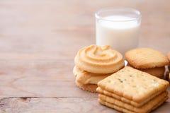 Melk met koekje Stock Foto's
