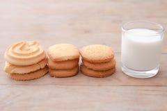 Melk met koekje Stock Afbeelding