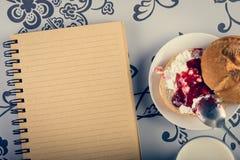 Melkachtig gezond ontbijt royalty-vrije stock fotografie