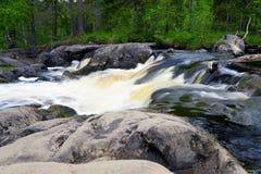 Melkachtig ijzig woedend rivierwater royalty-vrije stock foto's