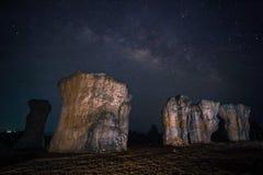 Melkachtige manier met Stonehenge van Thailand Royalty-vrije Stock Foto's