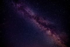 Melkachtige maniermelkweg met sterren en ruimtestof in het heelal Stock Afbeeldingen