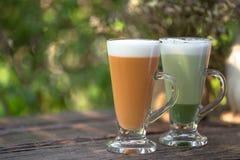 Melkthee met Japanse groene theematcha royalty-vrije stock fotografie