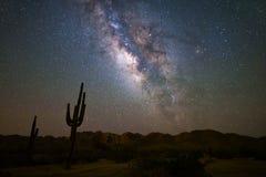 Melkweg in de nachthemel stock foto