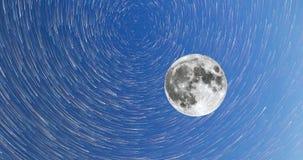 Melkweg en de wijze van de volle maan4k timelapsein komeet stock videobeelden