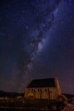 Melkweg met Kerk van de Goede Herder, Meer Tekapo, Nieuw Zeeland Royalty-vrije Stock Foto