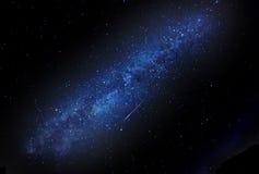 Melkweg met vallende ster Stock Foto